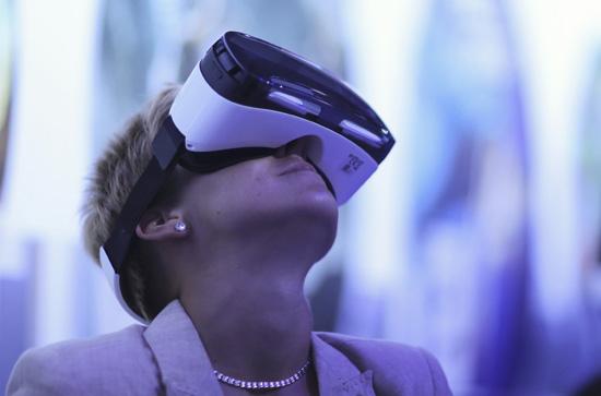 GEAR-VR-HEADSET